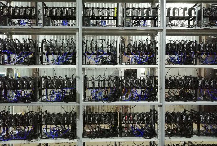 Фото в профиль однотипных ригов на видеокартах в майнинг-отель Cryptoreactor